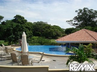 Pool and clubhouse at Vista Ridge Costa Rica