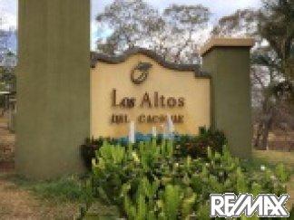 Entrance to Los Altos Del Cacique
