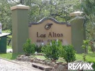Entrance to Los Altos del Cacique in Costa Rica