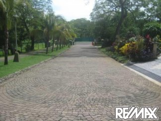 Cobblestone roads in Los Altos del Cacique residential community Costa Rica
