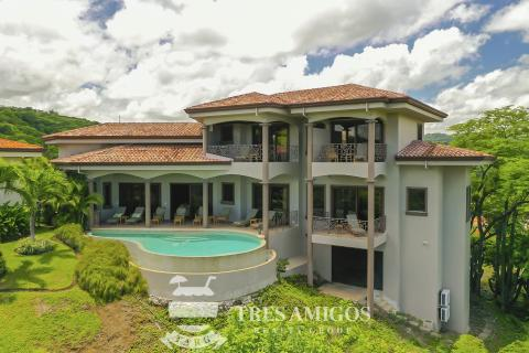 View of luxury Villa La Cima Pacifico in Costa Rica